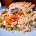 ბრინჯი ქათმით, ბოსტნეულითა და სოიოს სოუსით